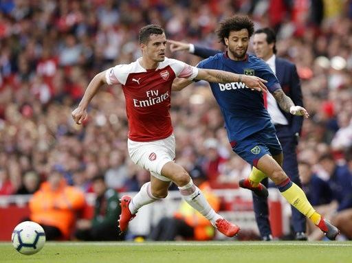 Anderson (phải), bản hợp đồng trị giá 40 triệu bảng của West Ham