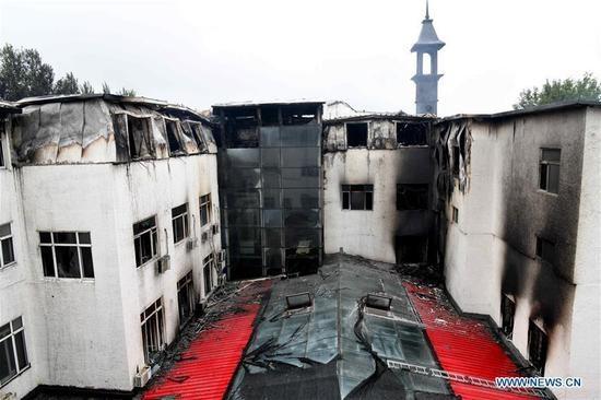 Hiện chưa rõ nguyên nhân của vụ hỏa hoạn. Giới chức cho biết ngọn lửa bùng phát từ khu bếp trên tầng 2 của khách sạn nhưng chưa rõ nguyên nhân.