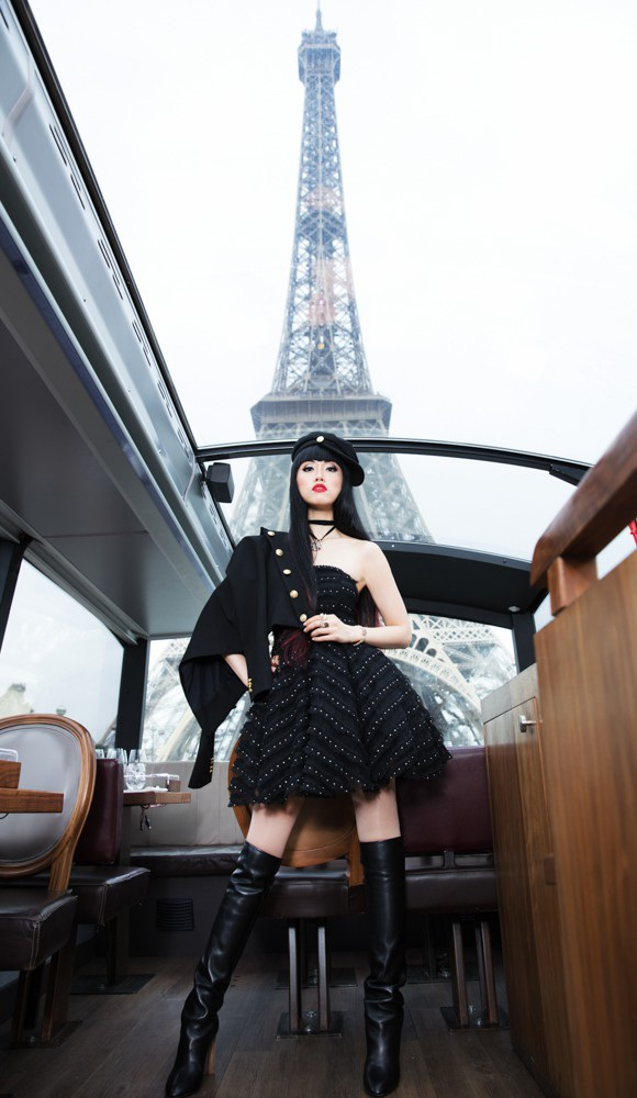 Jessica Minh Anh diễn thời trang trên sông Seine - Pháp - 1