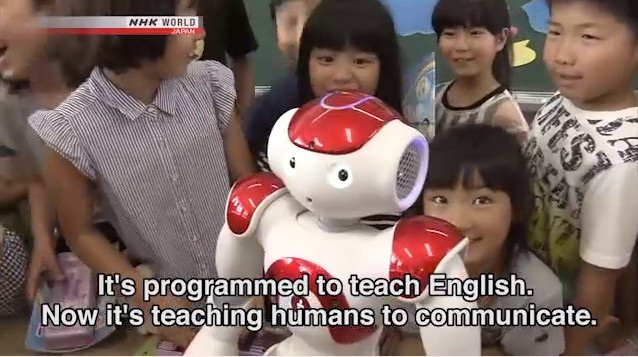 Học sinh Nhật tỏ ra thích thú với giáo viên người máy.