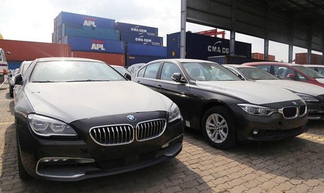 Hơn 133 chiếc xe sang BMW vẫn nằm phơi nắng tại cảng suốt 2 năm qua mà chưa có biện pháp xử lý.