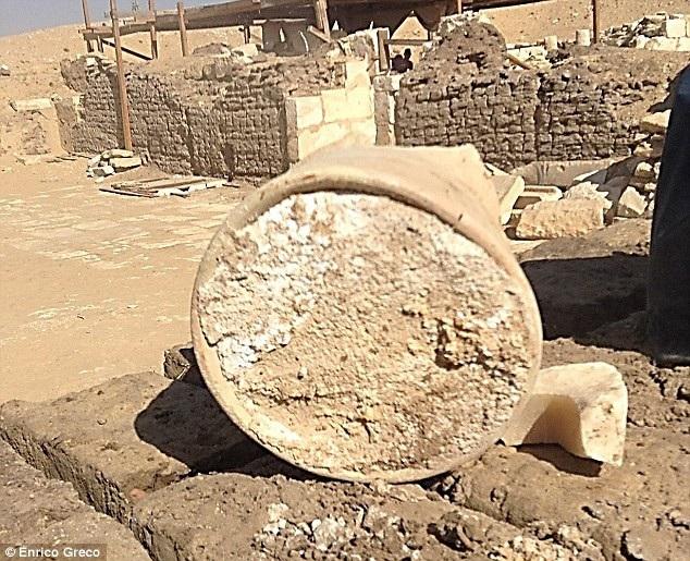Hũ phô mai cổ trong hầm mộ 3200 năm tuổi ở Ai Cập