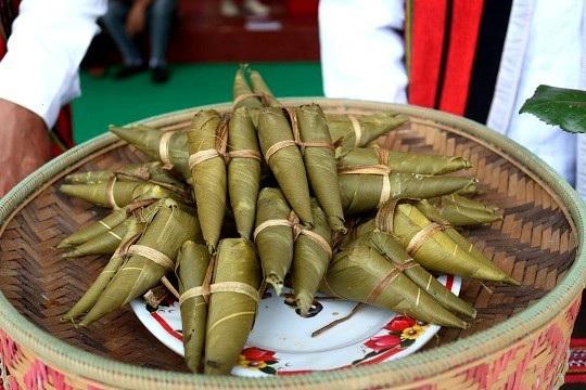 Bánh tình yêu của đồng bào Cơtu ở Quảng Nam