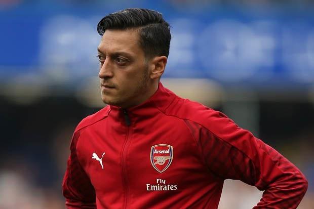 Mesut Ozil không có tên trong danh sách đăng ký thi đấu của Arsenal ở trận gặp West Ham