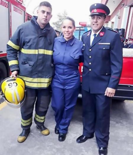 Trong thời gian rảnh rỗi, Ayala còn làm tình nguyện viên cho đội cứu hỏa