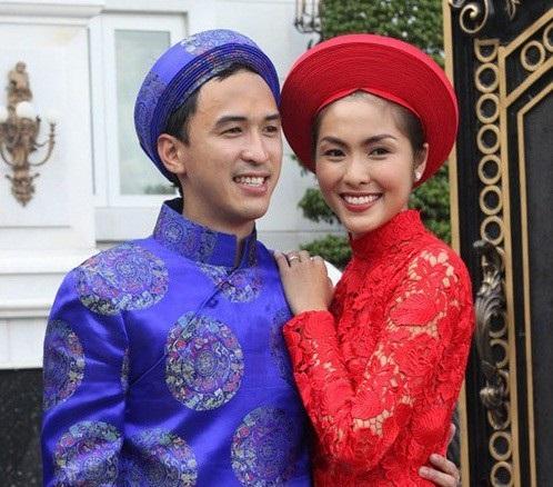 Vợ chồng Hà Tăng cũng không cho báo chí tiếp cận trong hôn lễ của mình, đông đảo các vệ sĩ được huy động để bảo vệ lễ cưới trước ống kính truyền thông.