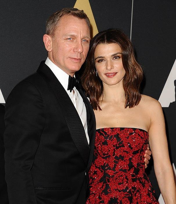 Điệp viên 007 Daniel Craig và đồng nghiệp Rachel Weisz tổ chức một đám cưới bí mật ở ngoại ô New York vào tháng 6 năm 2011, chỉ 6 tháng sau khi hẹn hò. Khách mời có 2 con riêng của cô dâu chú rể và 2 người bạn. Rachel Weisz sau đó đã chia sẻ cô chưa từng nghĩ tới việc kết hôn cho tới khi hẹn hò với Daniel Craig. Hồi tháng 4 vừa qua, nữ diễn viên 48 tuổi bất ngờ thông báo cô đang mang thai đứa con chung đầu tiên của 2 người.