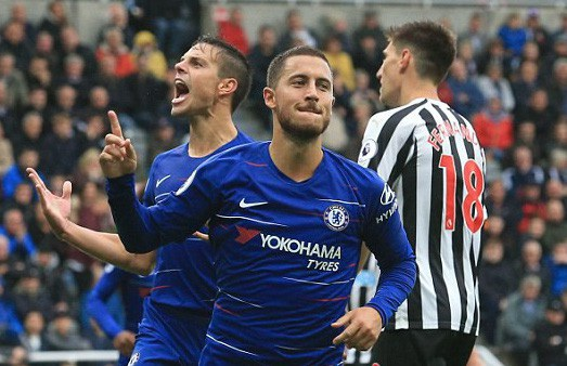 Hazard ăn mừng sau khi mở tỉ số trận đấu