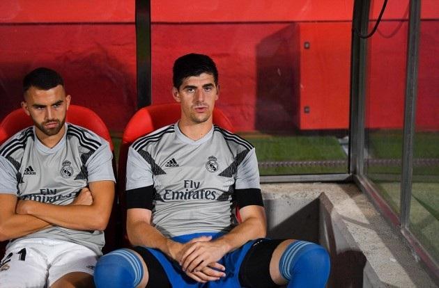 Courtois ngán ngẩm khi liên tục bị đầy ải trên băng ghế dự bị của Real Madrid