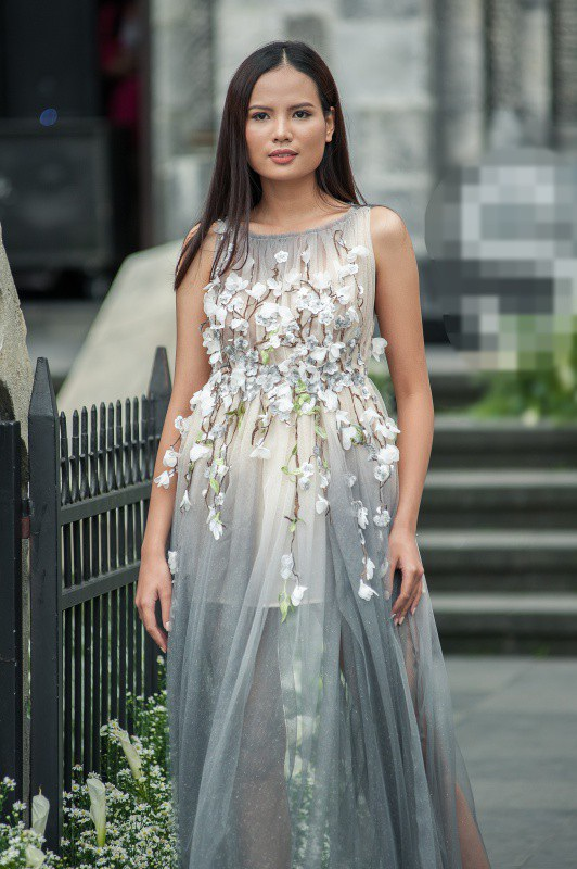 Sau Vietnams Next Top Model, Tiêu Linh vừa đạt được thành tích Top 5 Hoa hậu Hoàn vũ Việt Nam 2017.