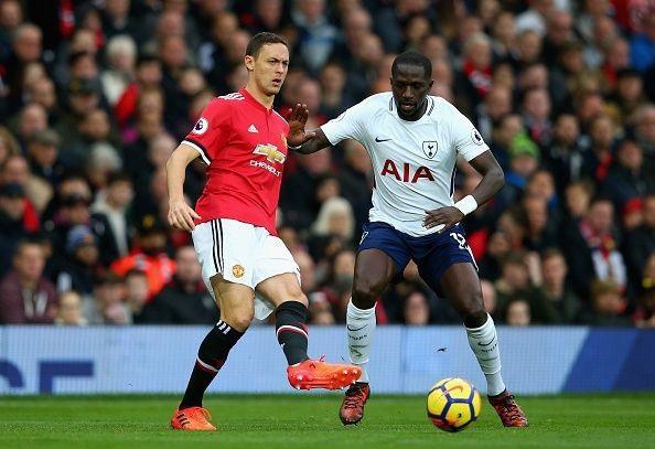 Tiền vệ phòng ngự Matic (trái) là vũ khí lợi hại của HLV Mourinho