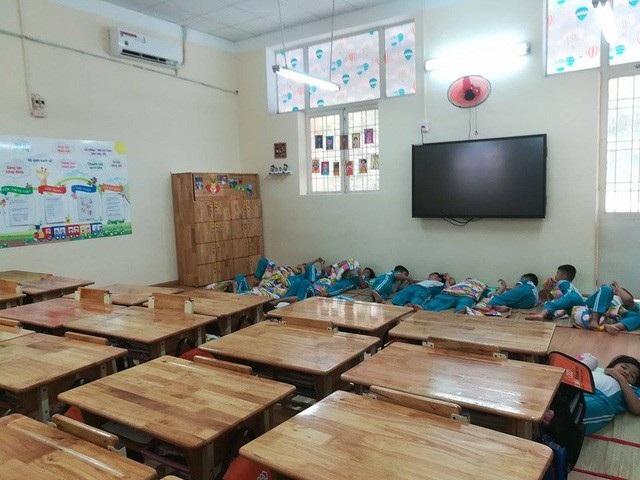 Nhiều học sinh đúng tuyến vào Trường tiểu học Nguyễn Thái Học, Q.1, TPHCM nhưng không có điều kiện theo học vì... trường áp dụng mô hình tiên tiến.
