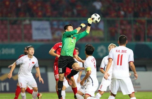 Trong khi công chúng được thưởng thức những trận cầu mãn nhãn của tuyển Olympic Việt Nam tại Asiad thì trên thị trường chứng khoán, cổ phiếu của các ông bầu nhận được sự ủng hộ của nhà đầu tư phiên 28/8