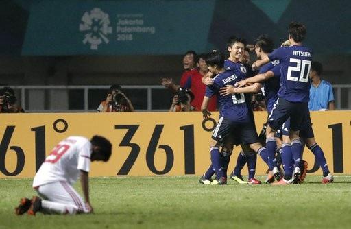 Niềm vui sau khi ghi bàn của các cầu thủ Olympic Nhật Bản