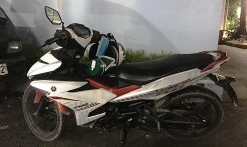 Chiếc xe máy của nạn nhân bị Đông đánh cướp bất thành.