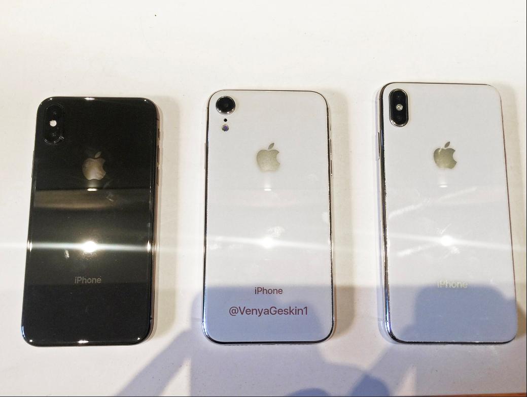 Ảnh thực tế mặt trước và sau của 3 mẫu iPhone mới. Từ trái sang: iPhone X 5.8-inch, iPhone 6.1-inch, iPhone X Plus 6.5-inch.