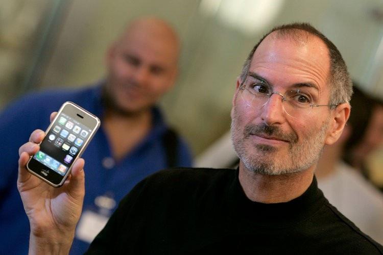 Steve Jobs trở thành huyền thoại tại Apple nhờ chiếc iPhone.