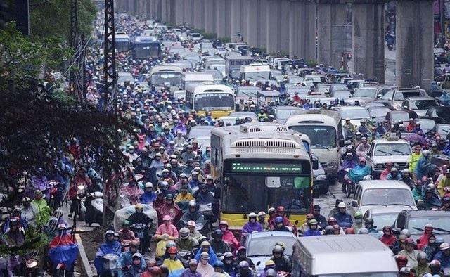 Mật độ của các phương tiện xe cơ giới tại các thành phố lớn là một trong những yếu tố góp phần gây ô nhiễm không khí, tiếng ồn. Tuy nhiên, đang có sự phân biệt về quản lí giữa ôtô và xe máy/môtô.