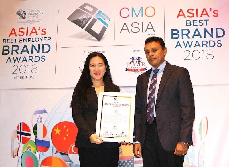 Đại diện Tập đoàn Novaland nhận giải thưởng Asia's Best Employer Brand Awards 2018