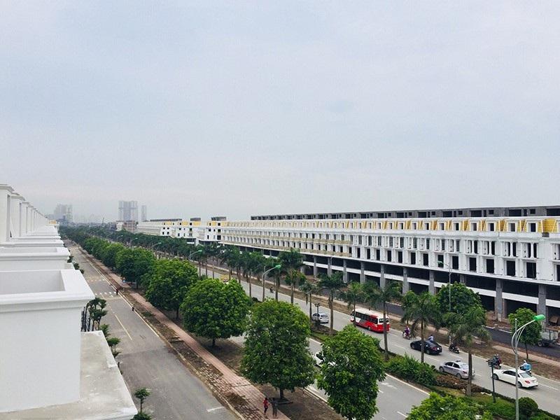 Dãy nhà phố thương mại Lê Trọng Tấn đang được khách hàng quan tâm.