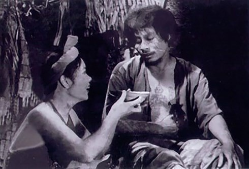 Cảnh Thị Nở nấu cháo hành cho Chí Phèo.