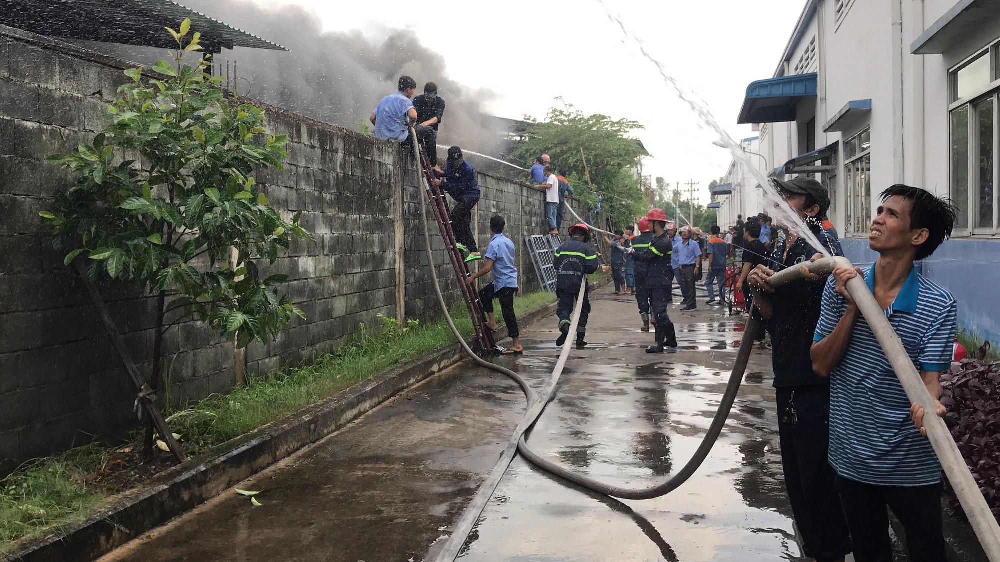 TPHCM: Cháy hàng hơn 5.000m2 nhà xưởng tại KCN Nhị Xuân - 3
