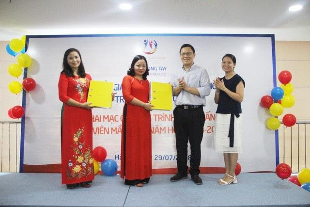 Lễ chuyển giao chương trình kích hoạt phát triển tư duy toán học cho trẻ mầm non của PGS.TS Lê Anh Vinh và trường mầm non Tân Thời Đại.