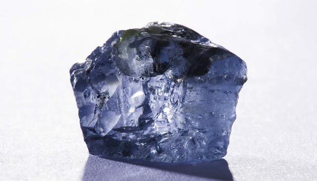 Kim cương xanh được tạo ra ở sâu dưới đáy đại dương. Ảnh: geologyin.com