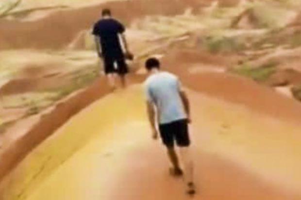 Hai thanh niên Trung Quốc lên mạng khoe chiến tích phá hoại khu địa mạo cả trăm triệu năm tuổi