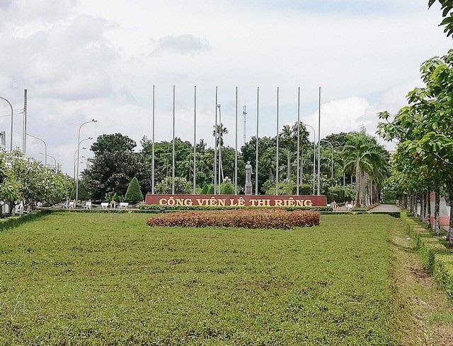 Một phần tượng đài nữ anh hùng liệt sĩ Lê Thị Riêng xuống cấp tại Bạc Liêu! - Ảnh 2.