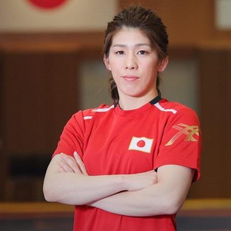 Saori Yoshida là nữ đô vật nổi tiếng người Nhật Bản, từng giành được nhiều huy chương tại các kỳ Olympic