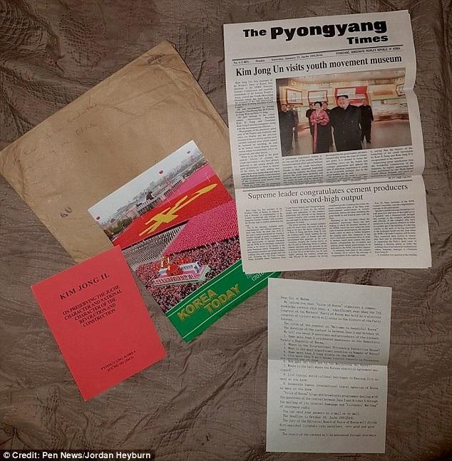 Bưu phẩm gồm sách báo và tạp chí từ Triều Tiên. (Ảnh: Dailymail)