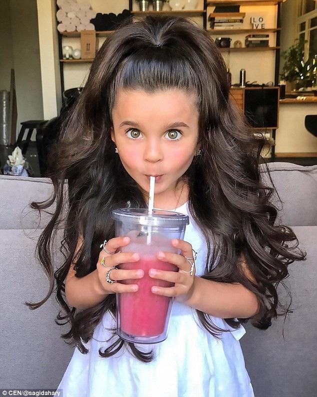 Cô bé 5 tuổi nổi tiếng mạng xã hội nhờ mái tóc đẹp không tưởng - 4