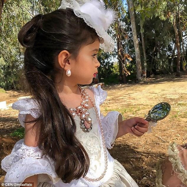 Cô bé 5 tuổi nổi tiếng mạng xã hội nhờ mái tóc đẹp không tưởng - 6