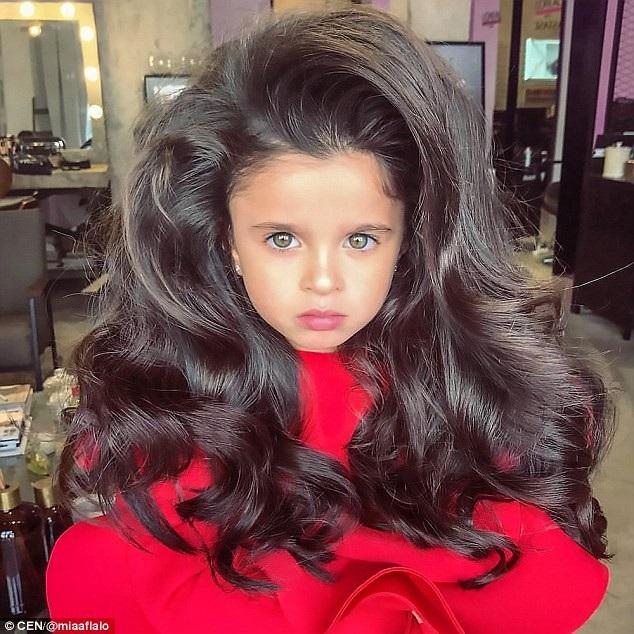 Cô bé 5 tuổi nổi tiếng mạng xã hội nhờ mái tóc đẹp không tưởng - 7