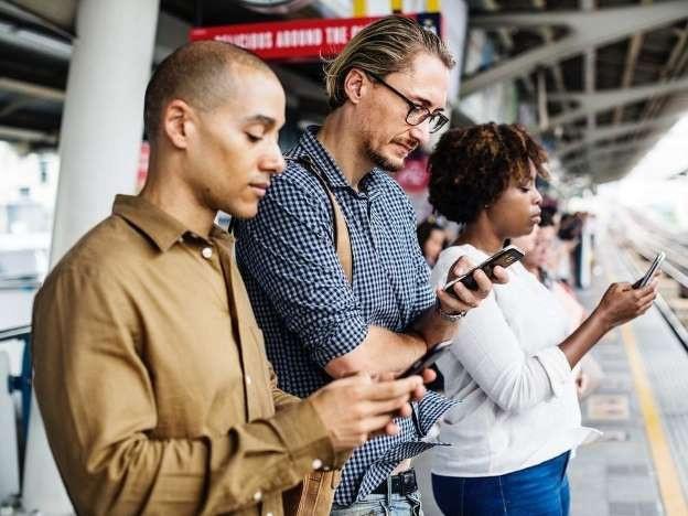 Sử dụng điện thoại thế nào để không tàn phá sức khỏe - 1