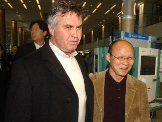 HLV Park Hang Seo (phải) từng giúp Olympic Hàn Quốc giành huy chương đồng Asiad 2002