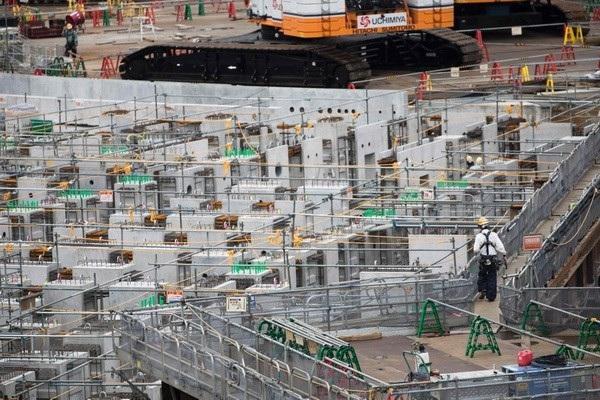 Công nhân làm việc tại công trường xây dựng ở thủ đô Tokyo, Nhật Bản. (Nguồn: AFP/TTXVN)