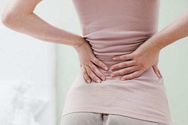 Đau lưng kéo dài cũng có thể là dấu hiệu cảnh báo ung thư buồng trứng