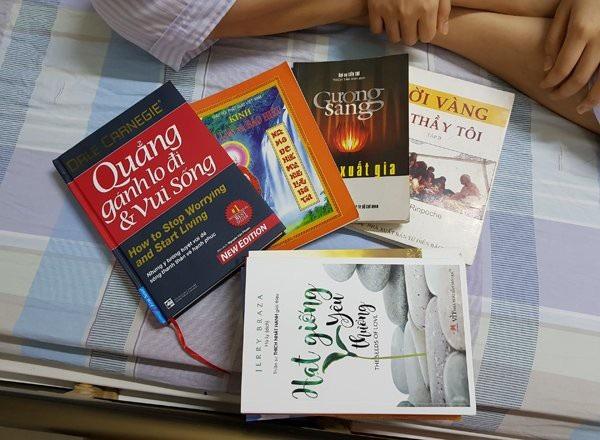 Những cuốn sách bạn bè tặng Vân Anh