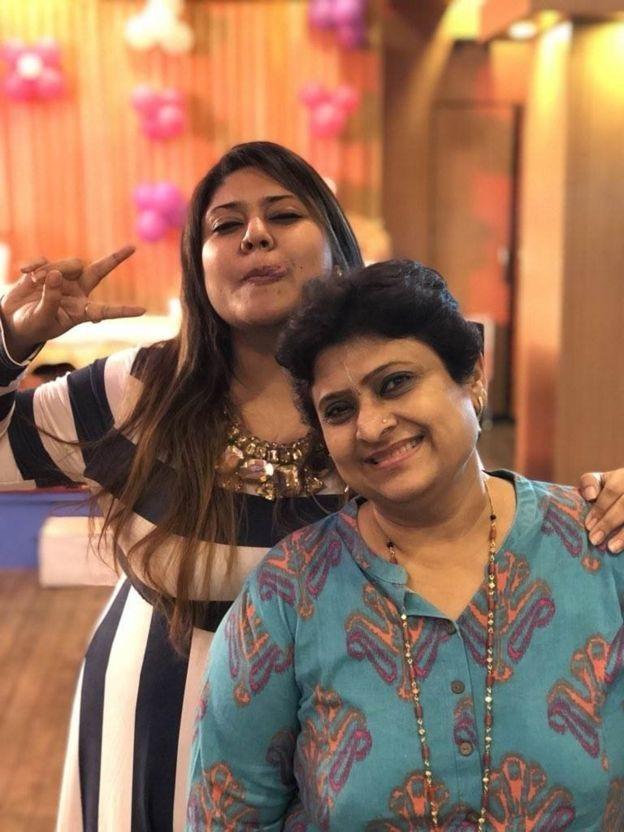 Bà Pooja rất tự hào với cô con gái làm phi công của mình