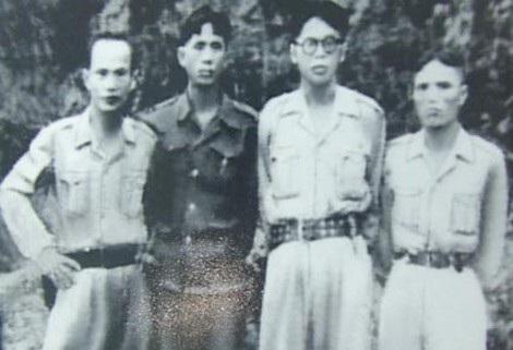 Từ trái qua: các đồng chí Huỳnh Văn Nghệ, Lê Duẩn, Nguyễn Bình và Dương Quốc Chính tại chiến khu Đ.