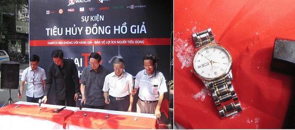 """Hình ảnh đập đồng hồ giả tại chiến dịch """"Tiêu huỷ đồng hồ giả"""""""