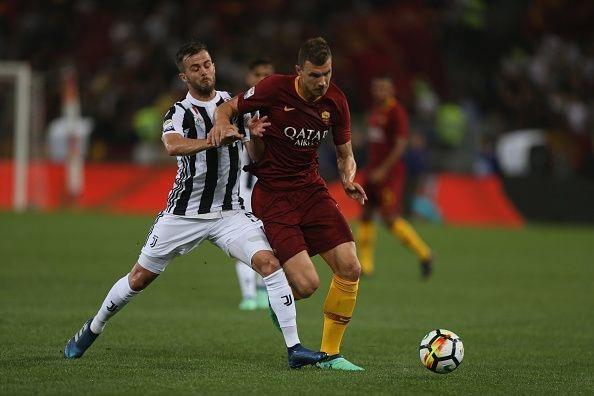 Miralem Pjanic (trái) có tố chất và kỹ năng cần thiết để dẫn dắt lối chơi của cả đội và kiểm soát thế trận