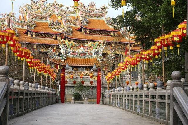 Đừng quên ghé đến cầu duyên lành và bình yên ở những ngôi chùa nổi tiếng linh thiêng