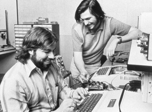 Steve Wozniak và Steve Jobs là những người đặt nền móng quan trọng cho Apple có được ngày hôm nay