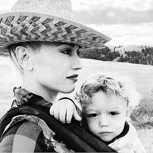 Nữ ca sĩ Gwen Stefani sinh cậu con trai thứ ba - Apollo - khi đã ở tuổi 44.