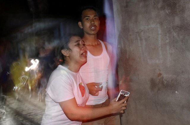 Người dân trên đảo Lombok hoảng hốt đổ ra đường. (Ảnh: Reuters)