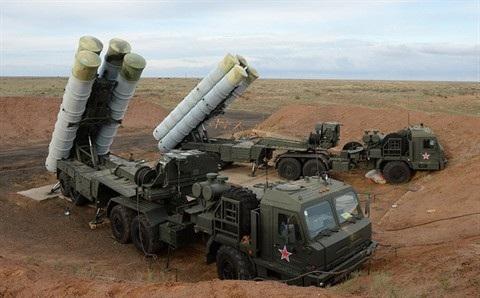 Trung Quốc hiện đã tiếp nhận 2 tổ hợp tên lửa phòng không tầm xa S-400 Triumf