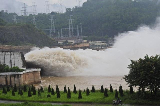 Các hồ thủy điện, thủy lợi luôn phải tuân thủ quy định về vận hành liên hồ chứa. Đặc biệt, phải đóng/mở theo lệnh của Ban Chỉ đạo Trung ương về phòng, chống thiên tai trong mùa mưa lũ.